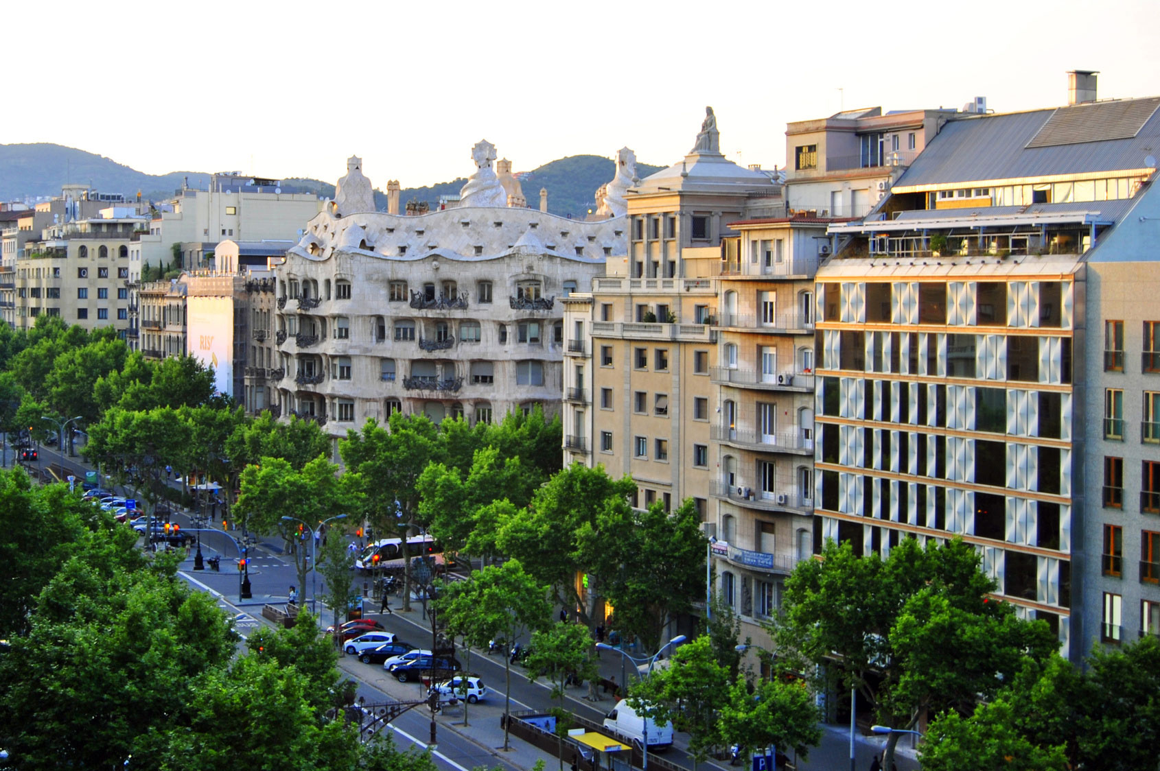 Umgebung des hotels hotel acevi villarroel barcelona for Hotel gracia barcelona