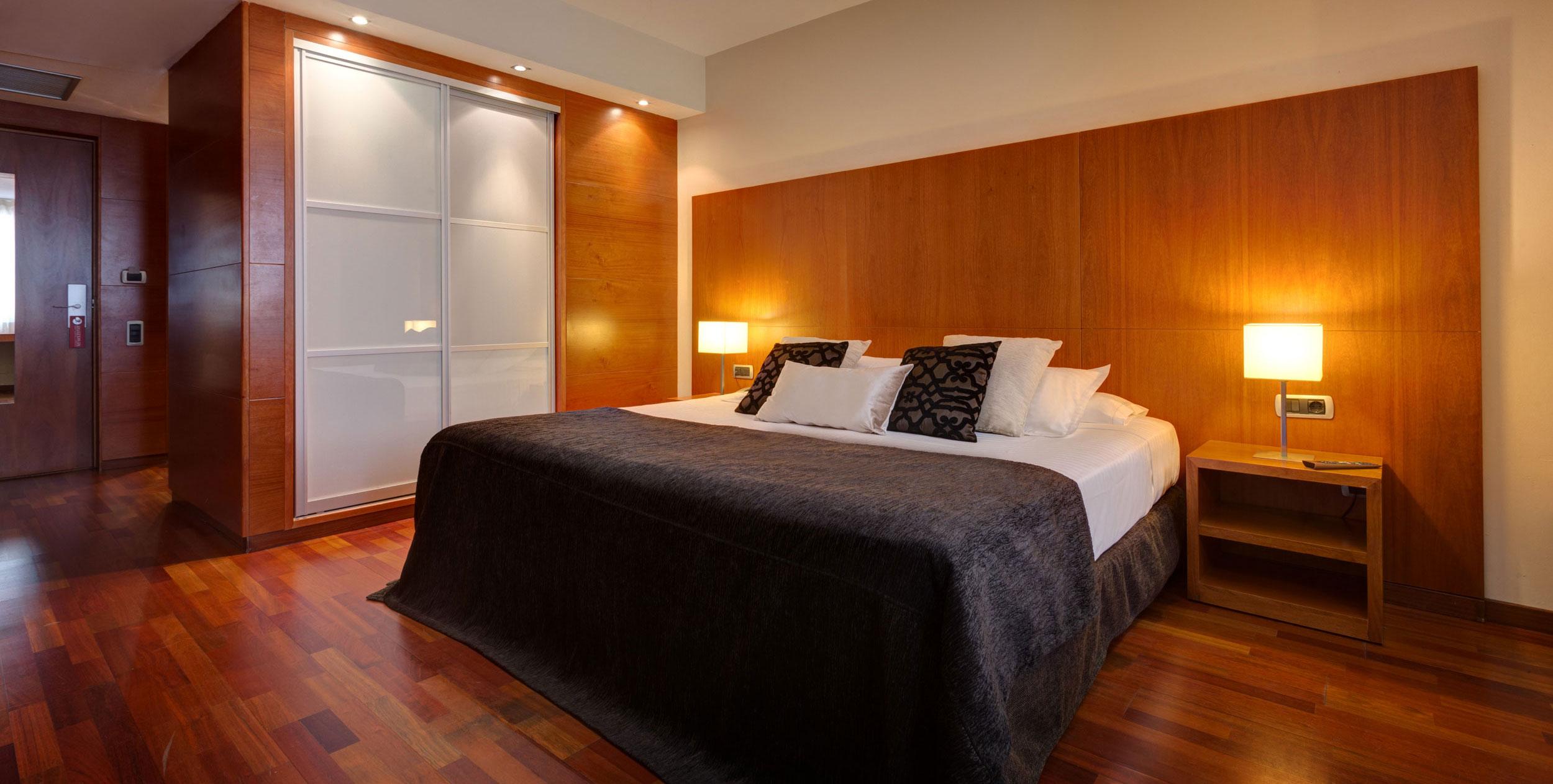 Desayuno gratis reservando en nuestra web hotel acevi for Hotel barcelona diseno