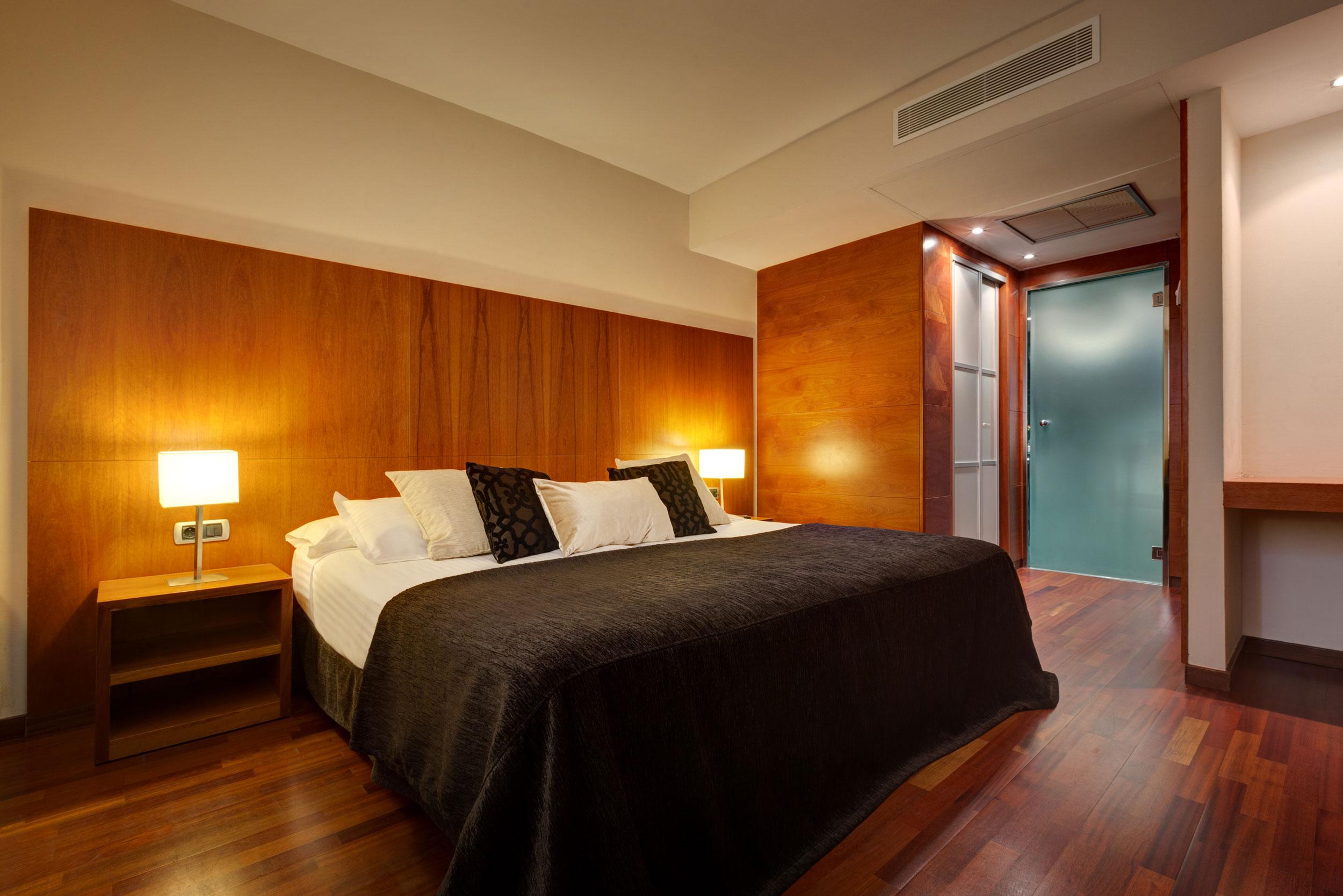 Habitaciones hotel acevi villarroel barcelona for Hotel el familiar
