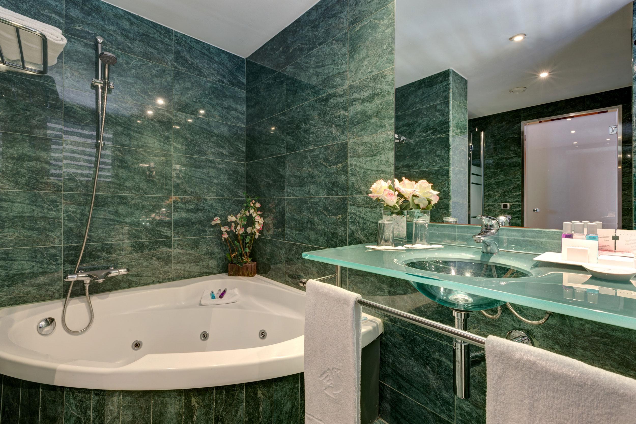 Habitaciones hotel acevi villarroel barcelona for Cuartos de bano bonitos