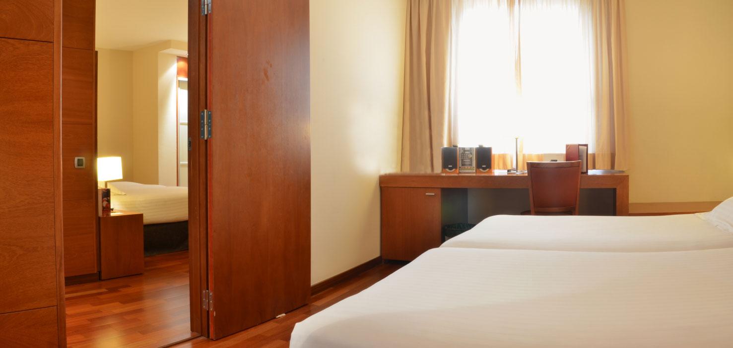 Hotel centro barcelona wifi gratis acevi villaroel for Habitaciones comunicadas